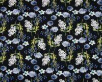 Sinised ja valged lilled tumedal, viskoostrikotaaž