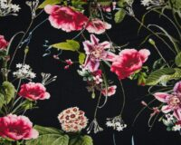 Tumeroosad lilled mustal, viskoostrikotaaž