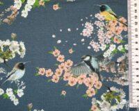 Seest uhutud dressikangas linnud ja kirsiõied, teksasinine/lõheroosa (brushed inside)